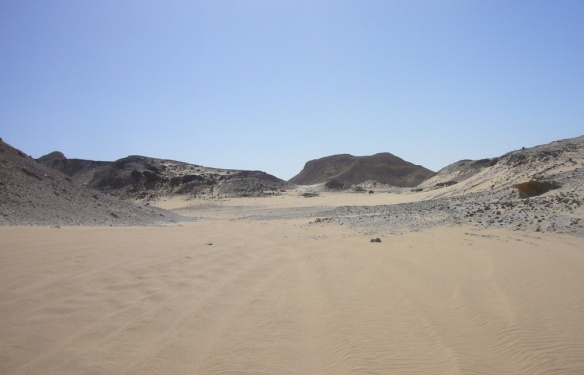 On the way to the White Desert