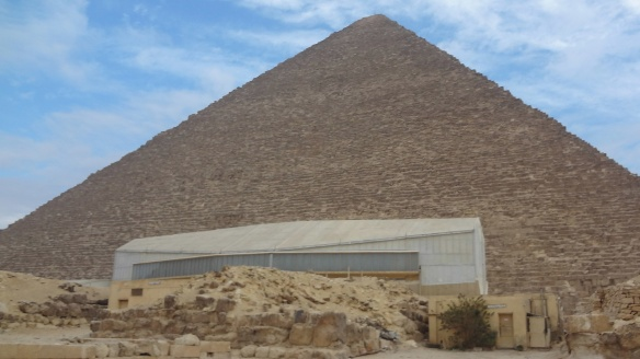 The great pyramid of Khufu and the Solar boat museum