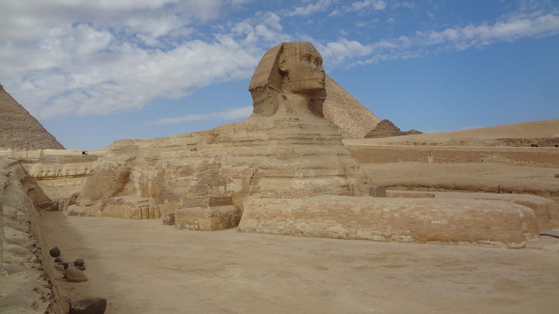 Great Sphinx, Chephren Pyramid, Giza, Egypt  № 2245257 бесплатно