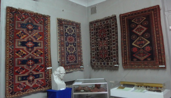 Articles on display and the statue of Latif Karimov of the carpet Museum