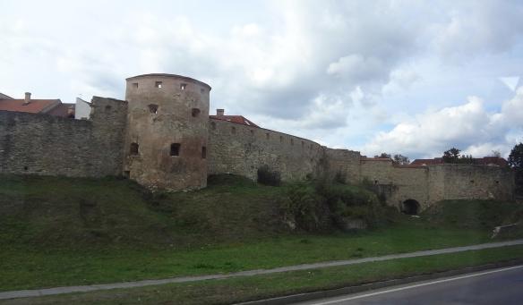 Bradejov, wall