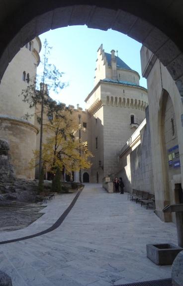 Through the second gate, going into Boiniche Castle