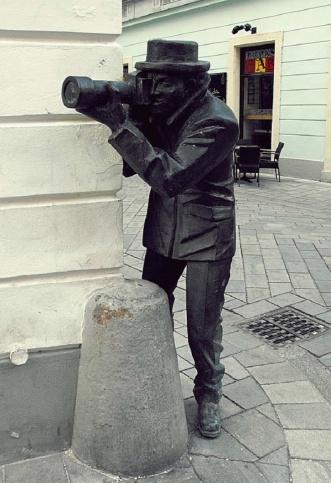 Paparazzi Statue
