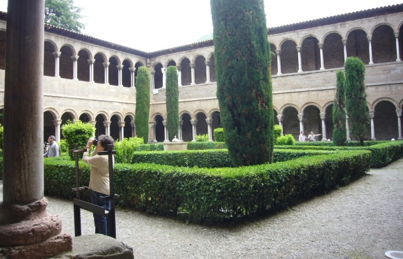 The courtyard and cloister of the faculty of the Monastery of Santa Maria de Ripoll