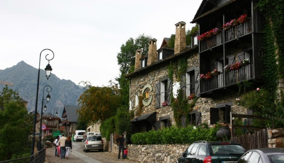 Townscape, on the way to the Church of Santa Maria de Taüll.