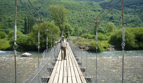A suspension bridge over the river Noguera de Tor