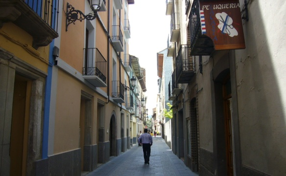 The narrow street of Jaca