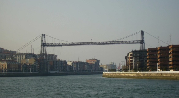 Arrived on the opposite shore, I took a photo of the entire image of the bridge.