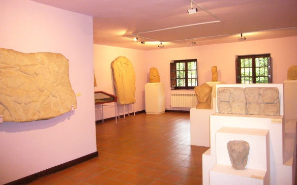 Sculptures in the exhibition room of Jesús Otero Museum.