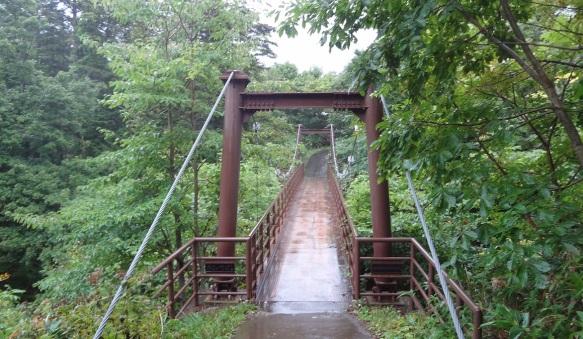 To Hime-numa, Pond Princess, across the suspension bridge. Unfortunately, it began to rain.