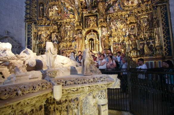 Tombs of the Kings, Main Altarpiece and Tourists