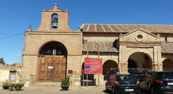 Iglesia de San Lorenzo y Capilla de Jesús  (Left: the Chapel of Jesus, Right: San Lorenzo Church)