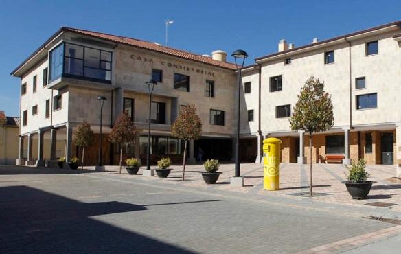 Plaza Mayor and Town Hall of Villadangos del Páramo