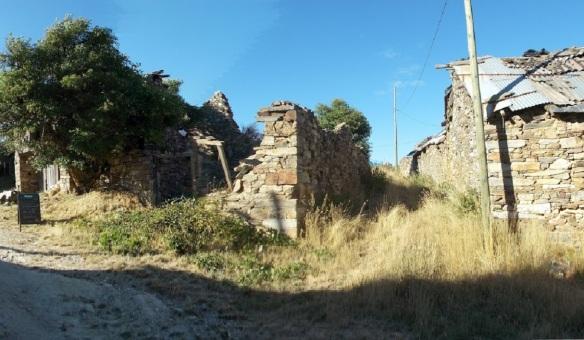 The abandoned houses on Foncebadón