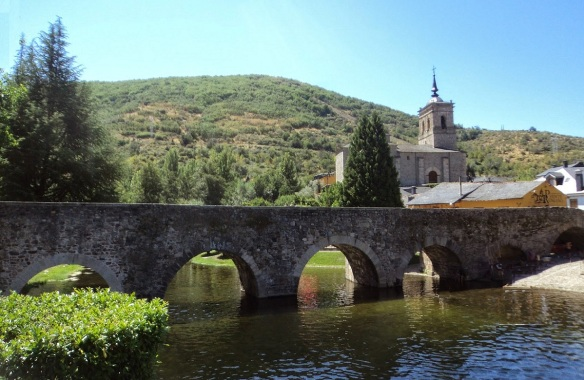 Bridge for the pilgrims and San Nicolas Church of Molinaseca