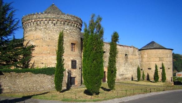 Castillo de Villafranca del Bierzo. (Castle of Villafranca del Bierzo)