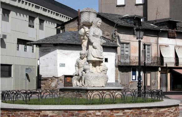 Estatua del Vendimiador on the Plaza Calvo Soltelo in Cacabelos.