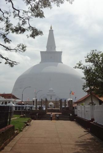 Arrived at Ruvanveliseya Stupa