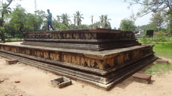 King's dressing and rest room on the Royal Bath, Polonnaruwa