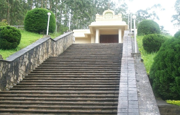 Ascended the stone stairs. If you come to Sri Lanka, you should come while you are young.