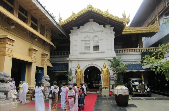Entrance of the Gangaramaya Temple