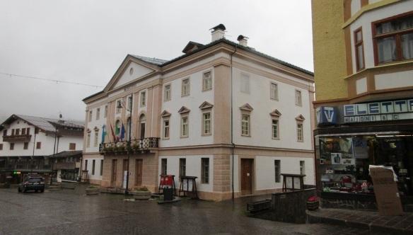 La Ciaṣa de Comun (town hall) of Cortina.