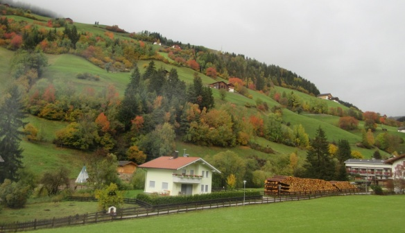 Going to the village of Santa Maddalena.