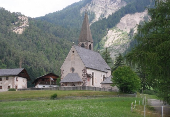 The church of Santa Maddalena is the symbols of the Val di Funes.