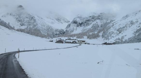 The village of Sertig Dörfli came into view.