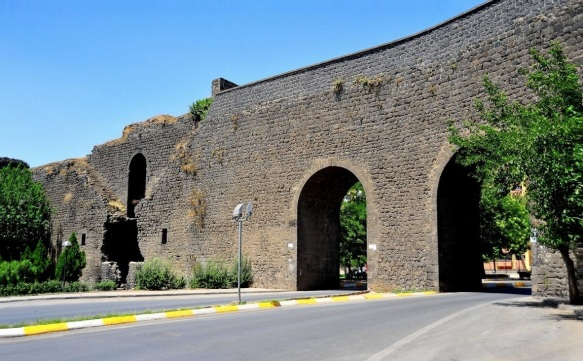 The city walls of Diyarbakır