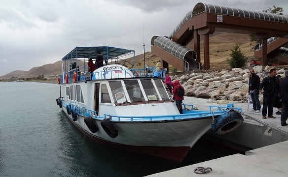 Ferry Dolphin 1st, sailing to Akdamar Island
