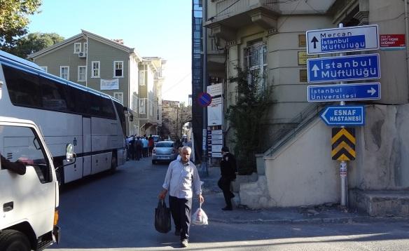 Got off the tram, walking to the Süleymaniye Mosque.