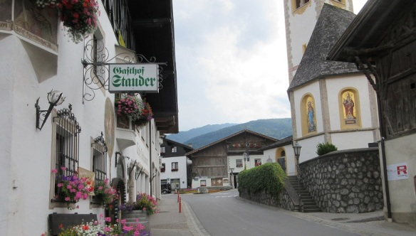 Innsbrucker Street of Mutters; Going to the village center