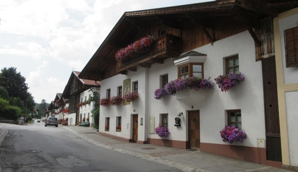 Dorfstraße Mutters