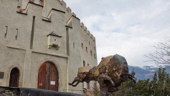 Bruck Castle, Zita Oberwalder Work. I cannot understand it well.