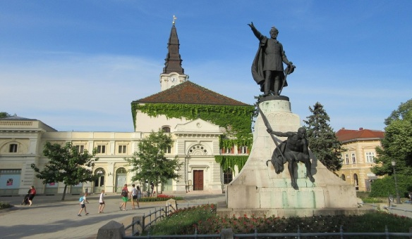 Kalvin Square, Lajos Kossuth Statue and Reformed Church.