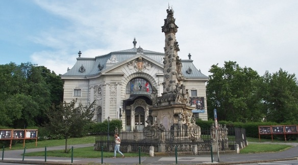 —Katona József Theatre and Holy Trinity Column on the Katona József street.