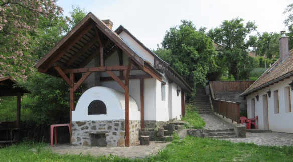 Is that a baking oven in the village of Hollókő?