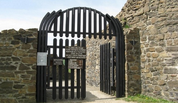 The gate of the castle of Hollókő. Now, let's step into the castle.