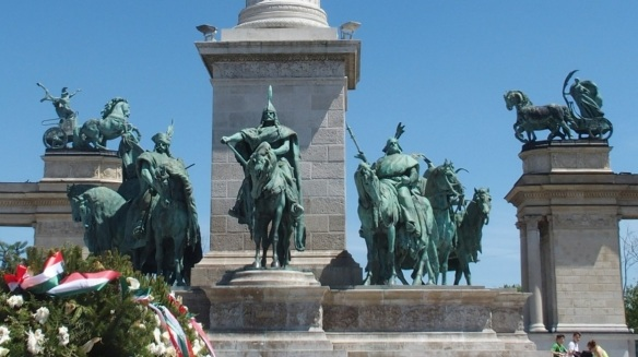 Statue of Seven Chieftains of the Magyars, Heroes' Square
